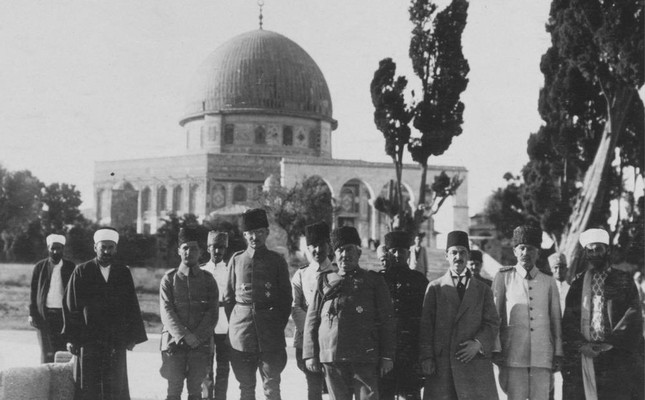 A group of Ottoman soldiers  and statesmen in Jerusalem.