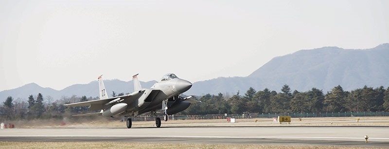 A handout photo made available by the US 7th Air Force, Korea shows an F-15 from Kadena Air Base, Japan, arriving to participate in Vigilant ACE at Gwangju Air Base, South Korea (EPA Photo)