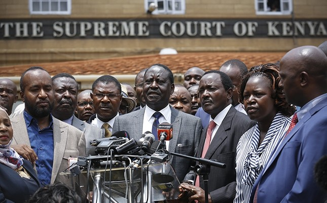 The leader of The National Super Alliance (NASA) opposition coalition and candidate Raila Odinga (C) speaks to the media in front of the Supreme Court after the court ruled in favor of him in central Nairobi, Kenya, Sept. 01, 2017. (EPA Photo)