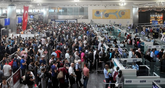 Passport queue at Istanbul Atatürk Airport (AA File Photo)