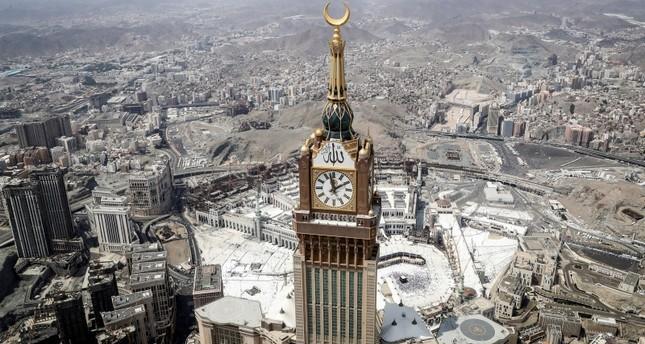 السعودية تفتح أجواءها للمعتمرين القطريين