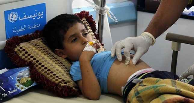 A Yemeni child suspected of being infected with cholera receives treatment at a hospital in Sana'a, Yemen, 15 June 2017. (EPA Photo)