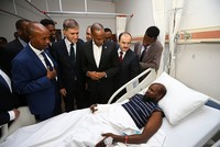 Somali Prime Minister Hassan Ali Khayre on Thursday met the injured victims of of the recent Mogadishu blast who have been receiving treatment in a hospital in Ankara.  Thirty-five Somalis,...