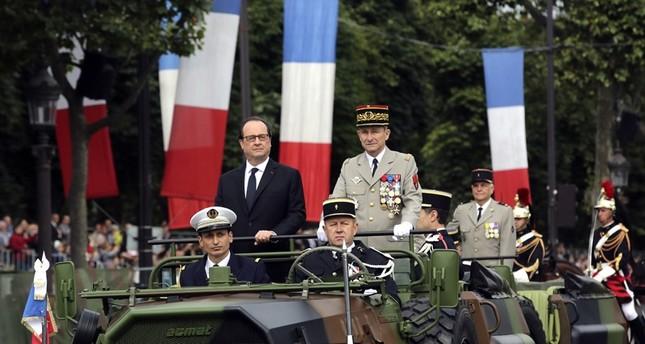 Französischer Nationalfeiertag: Hollande zur Militärparade eingetroffen