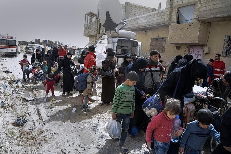 Syrian civilians leave the opposition-held eastern Ghouta via al-Wafideen safe corridor, Damascus,Syria (EPA Photo)
