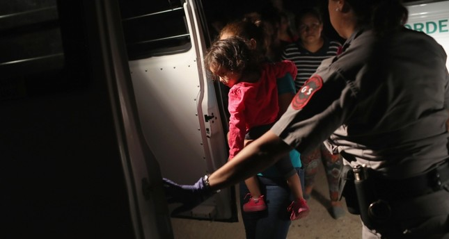 Central American asylum seekers, including a Honduran girl, 2, and her mother are taken into custody near the U.S.-Mexico border on June 12, 2018 in McAllen, Texas. (AFP Photo)