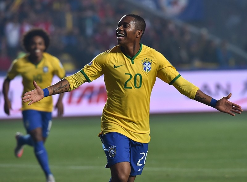 Brazil's forward Robinho celebrates after scoring against Paraguay during their 2015 Copa America football championship quarter-final match in Concepcion, Chile, June 27, 2015. (AFP Photo)