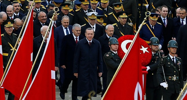President Recep Tayyip Erdoğan attends a Republic Day ceremony at republic's founder Atatürk's mausoleum Anıtkabir. Parl. Speaker İsmail Kahraman (L), PM Binali Yıldırım (C) and CHP Chairman Kemal Kılıçdaroğlu are seen behind Erdoğan. (Reuters Photo)