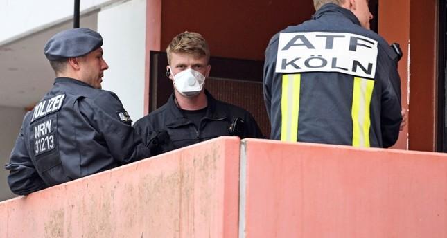 عناصر الشرطة أثناء القبض على الزوجة (AP)