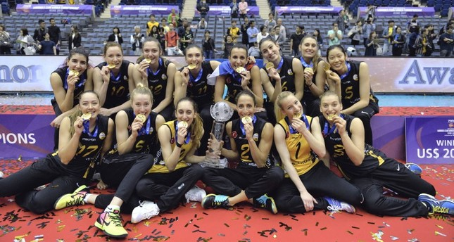 Vakıfbank's women's volleyball team defeated Rexona-Sesc in the final game to obtain the crown.