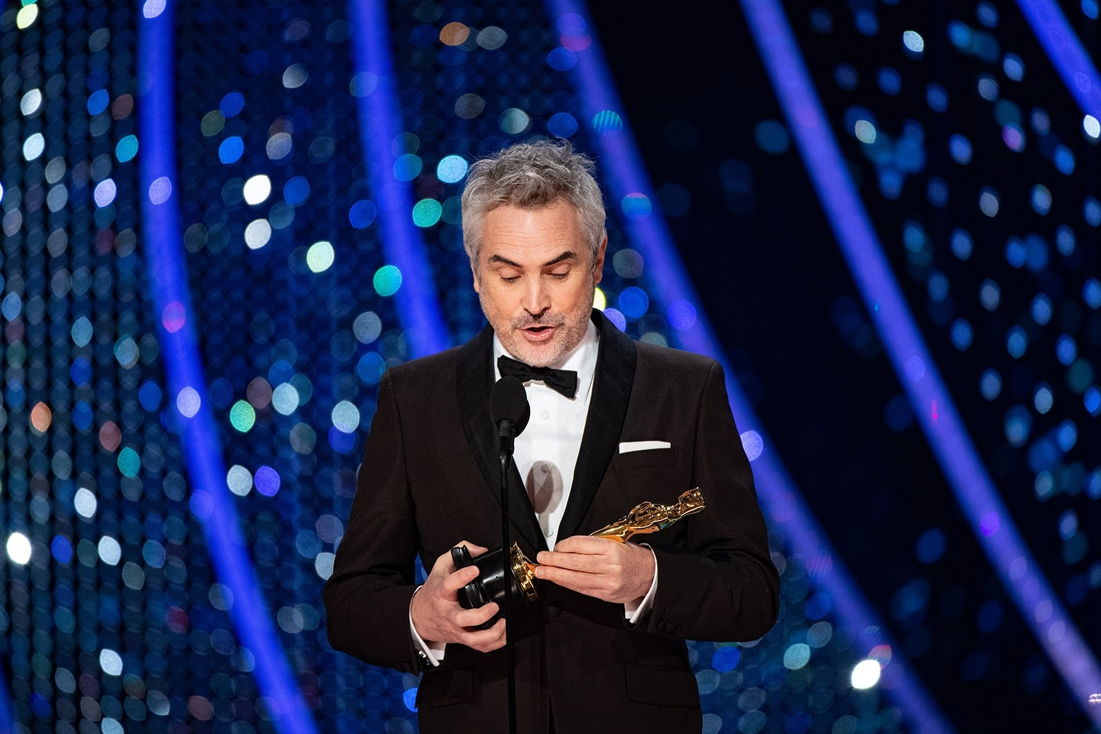 Alfonso Cuaron accepts the Oscar for achievement in cinematography during the 91st annual Academy Awards ceremony at the Dolby Theatre in Hollywood, California, Feb. 24, 2019.