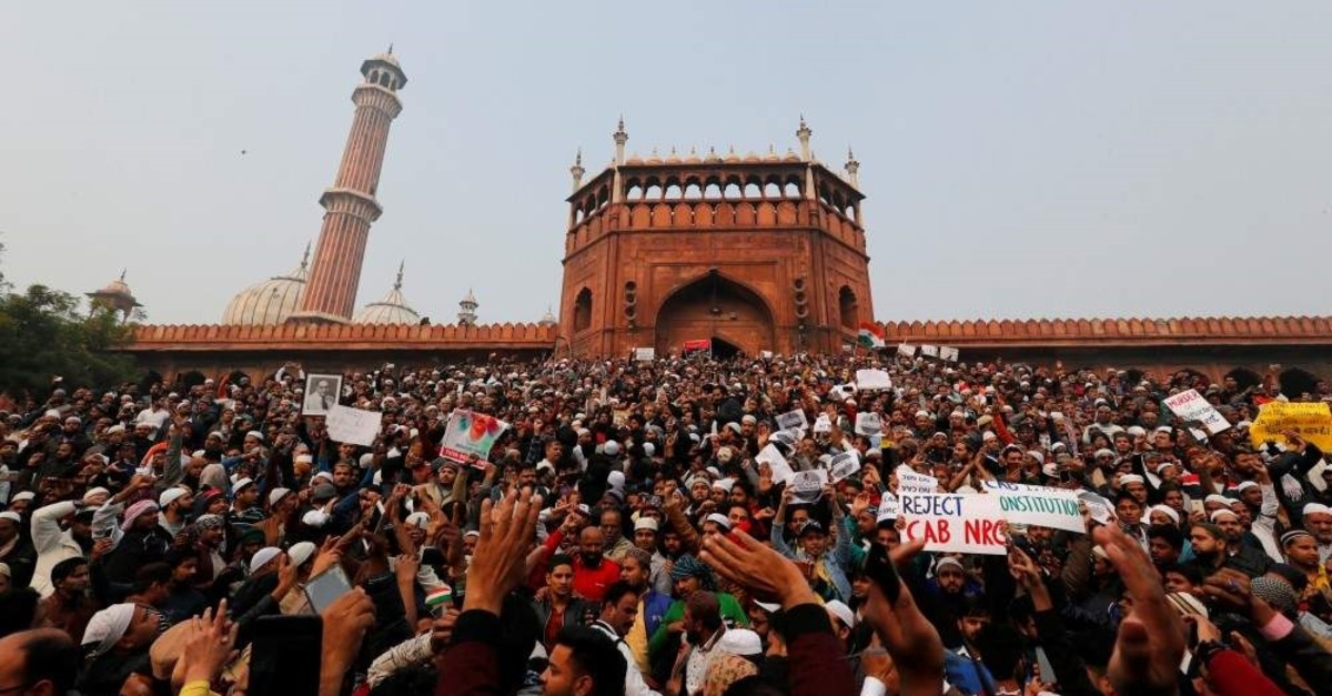 Demonstrators attend a protest against a new citizenship law, after Friday prayers at Jama Masjid in the old quarters of Delhi, Dec. 20, 2019. (REUTERS Photo)