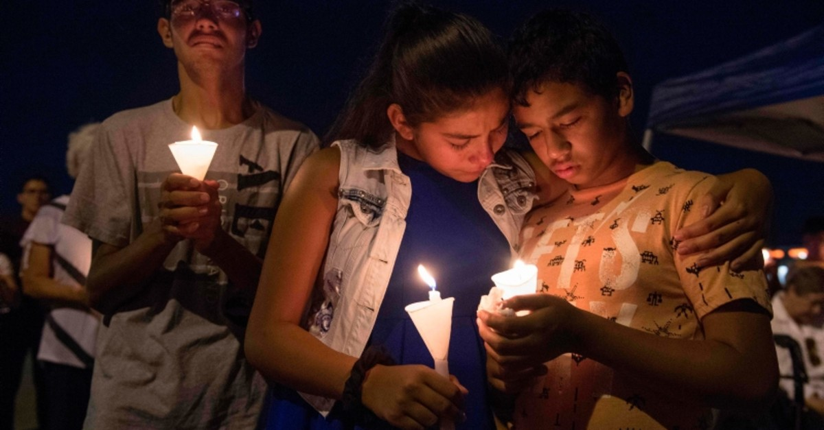 People hold candles as they pray during a candlelight vigil at the Immanuel Church for victims of a shooting that left a total of 22 people dead at the Cielo Vista Mall WalMart in El Paso, Texas, on Aug. 5, 2019. (AFP Photo)