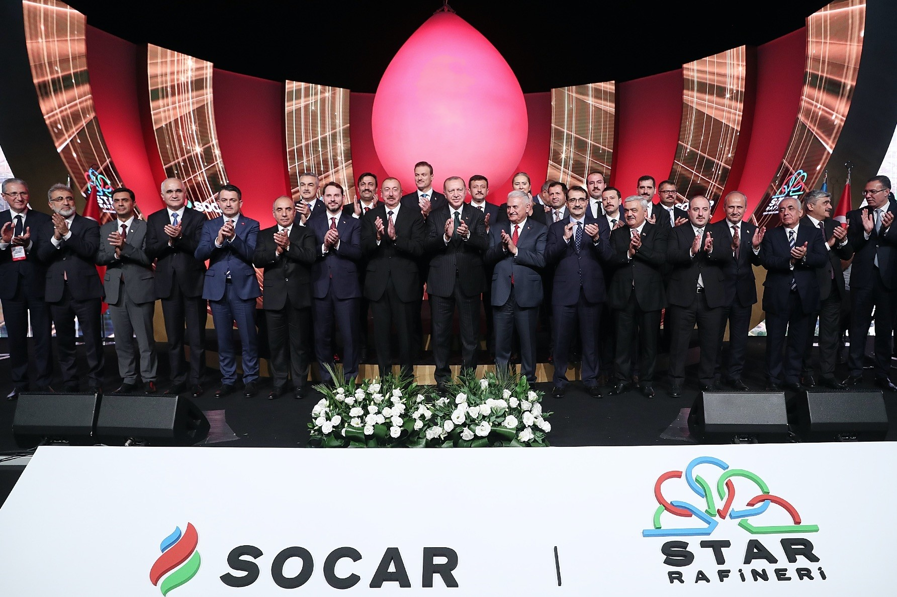 Presidents Erdou011fan (C), Aliyev (eighth from left), Treasury and Finance Minister Berat Albayrak (seventh from left) as well as many other top officials attend the inauguration ceremony of SOCARu2019s STAR oil refinery in u0130zmiru2019s Aliau011fa district, Oct. 19.