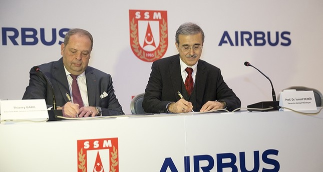 Turkish Undersecretariat for Defense Industry İsmail Demir (R) and Airbus Chief Human Resources Officer Thierry Baril sign MoU on Jan. 25, 2018. (AA Photo)