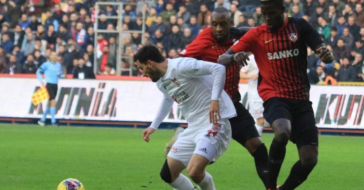 Sivasspor's Camara in action against Gaziantepspor, Gaziantep, Feb. 2, 2020. (AA Photo)