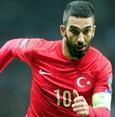 مدرب المنتخب التركي الجديد يعيد أردا توران إلى التشكيلة الأساسية