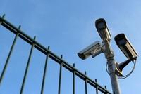 Die Bundesrepublik wird laut Kritikern immer mehr zum Überwachungsstaat, worin die Privatrechte kaum mehr geachtet werden. Erst am Montag  gab es mehrere Razzien gegen die Verbreiter von...