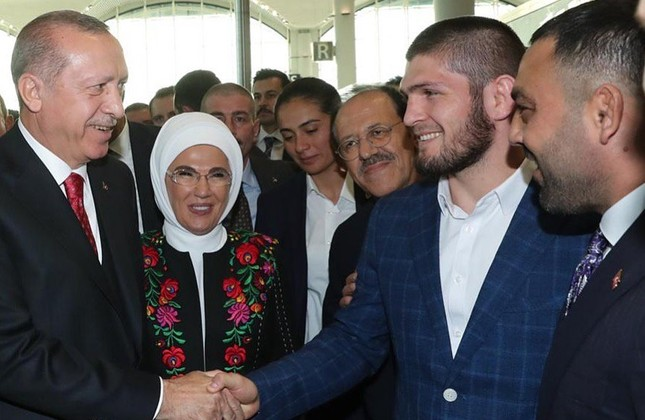 UFC champ Khabib attends opening ceremony of Istanbul Airport, meets with Erdoğan