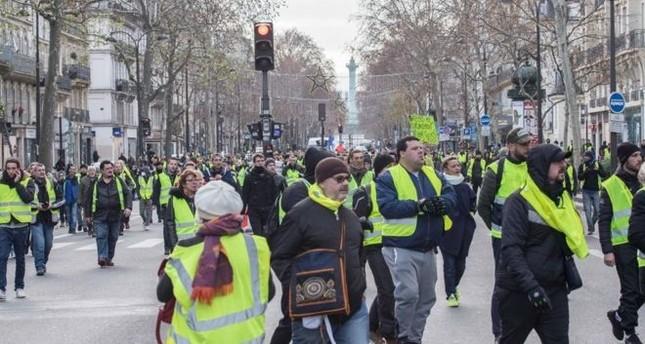 عودة احتجاجات السترات الصفراء مجددا بأنحاء فرنسا