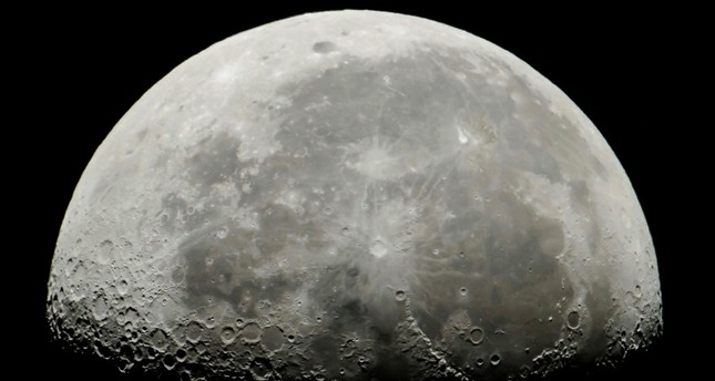 زواج حول القمر.. عروض فرنسية للعرسان بحلول 2022