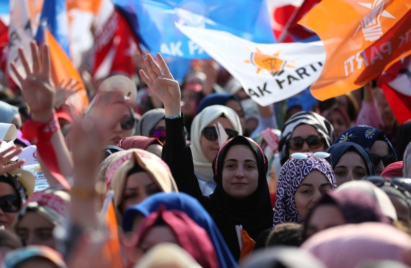 Supporters of President Recep Tayyip Erdou011fan hold Turkish and AK Party flags during an election campaign rally of Justice and Development Party (AK Party) in Kocaeli, Turkey, June 10, 2018. (EPA Photo)