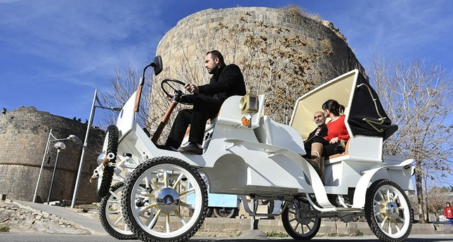 Electrically-powered horse carriage on the streets of Diyarbakır (AA Photo)