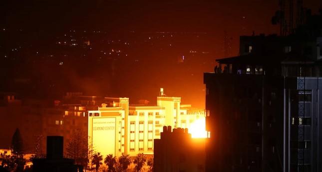 الجيش الإسرائيلي يقصف مكتب هنية في غزة