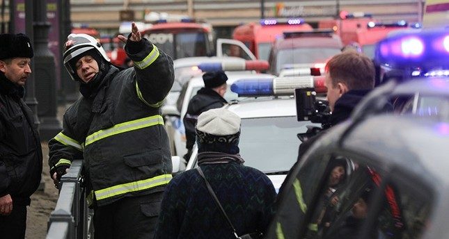 Emergency services direct pedestrians outside Sennaya Ploshchad metro station, following explosions in two train carriages at metro stations in St. Petersburg, Russia April 3, 2017. (Reuters Photo)