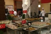 فندق قطري يقدم مأكولات تركية (الأناضول)