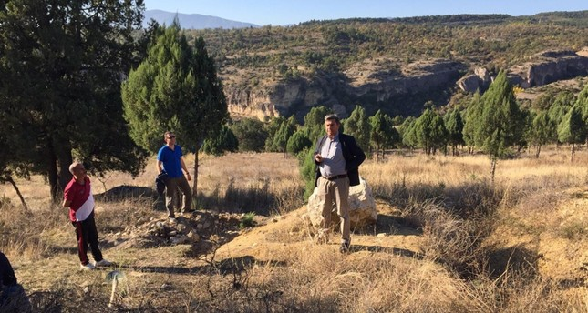 District governor nabs illegal treasure hunters red-handed in NW Turkey