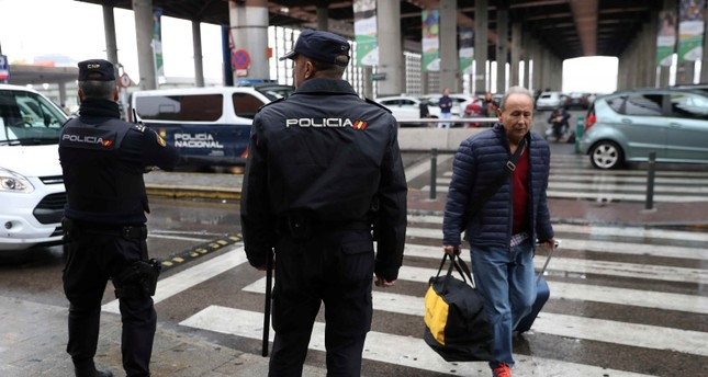 Spanish National Police officers stand guard outside Atocha rail station after it was evacuated on police order in Madrid, Spain, November 7, 2018. (Reuters Photo)