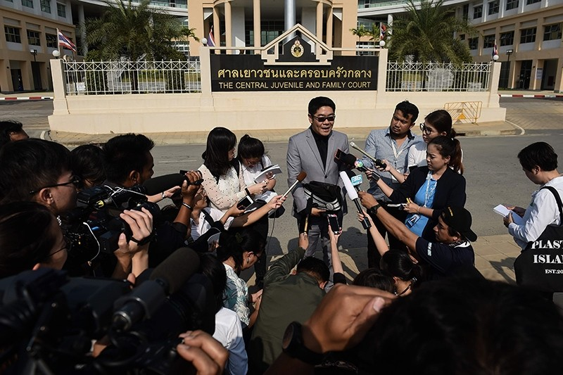 Kong Suriyamontol, center, the Thai lawyer for Japanese national Mitsutoki Shigeta, speaks to the press after his client was granted paternity rights to his children, at a juvenile court in Bangkok, Thailand, Feb. 20, 2018. (AFP Photo)