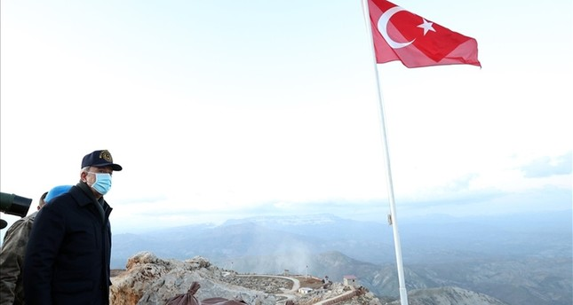 وزير الدفاع التركي في ولاية شرناق في جنوب شرق البلاد DHA