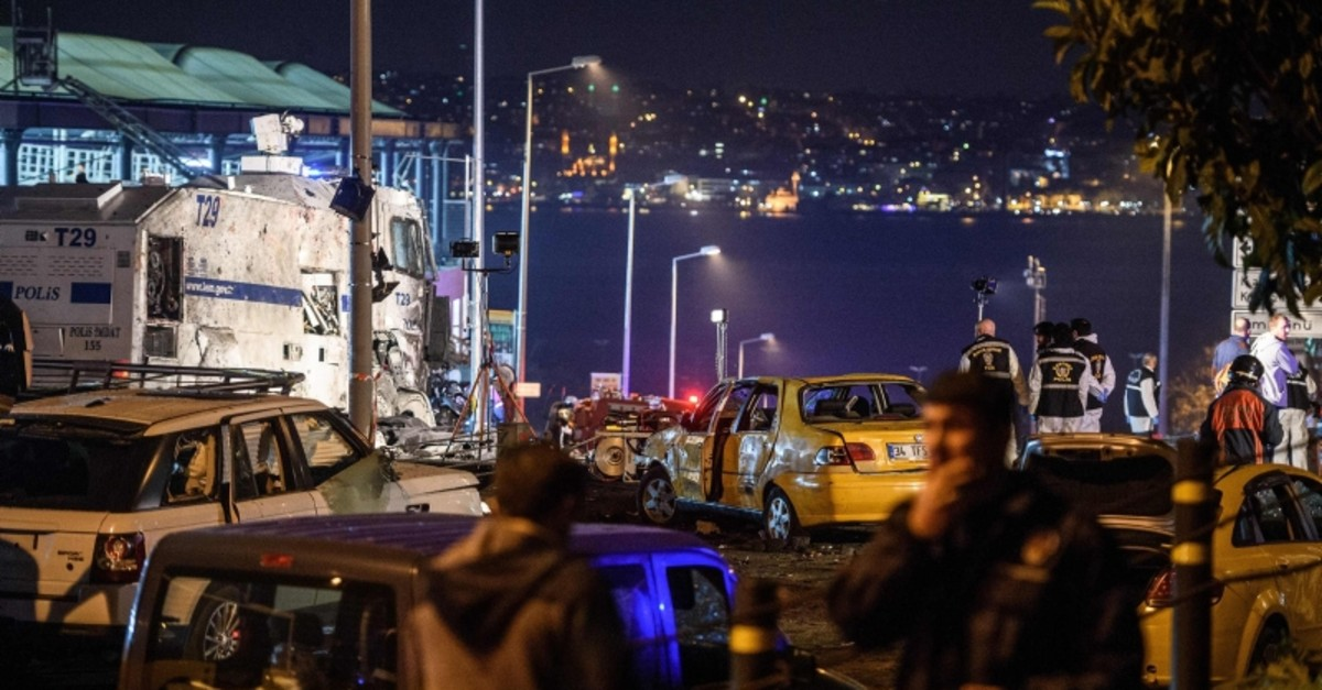 Turkish police officers and forensic work next to damaged police vehicles and cars on the site where a car bomb exploded near the stadium of football club Beu015fiktau015f in central Istanbul on December 10, 2016. (AFP Photo)