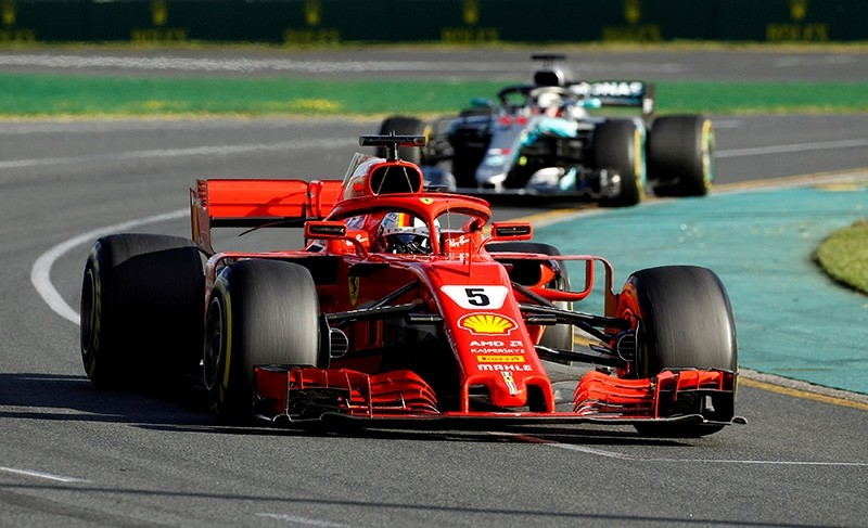 Ferrari's Sebastian Vettel leads Mercedes' Lewis Hamilton during the Formula One Australian Grand Prix, in Melbourne Grand Prix Circuit, Melbourne, Australia, on March 25, 2018. (Reuters Photo)