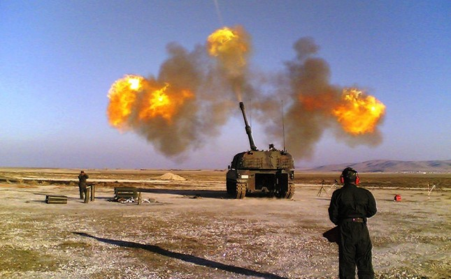 Turkish T-155 Fırtına self-propelled howitzer shells Daesh, YPG positions on the Syrian side of the border in Febr. 2016. (Takvim Photo)