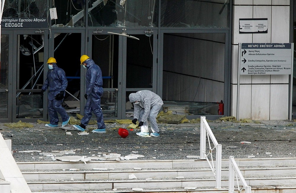 Police experts search for evidence at the site of an explosion outside of Athens' Appeals Court, in Athens, Greece, 22 December 2017. (EPA Photo)