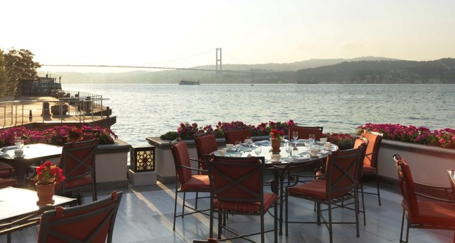Four Seasons Bosporus Hotel's Aqua Restaurant has a wide range of options such as delicious iftar dishes, sherbets, traditional mezes and barbeque varieties.