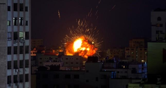 مقاتلات إسرائيلية تدمر مبنى يضم مكتب الأناضول بغزة