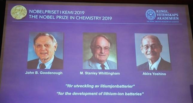 لتطويرهم بطاريات الليثيوم القابلة للشحن.. فوز 3 علماء بجائزة نوبل للكيمياء