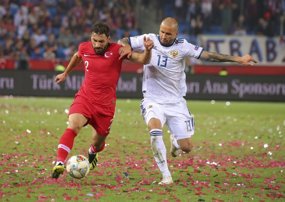 u015eener u00d6zbayraklu0131 (L) tries to dribble past Russia's Fedor Kudryashov, right, during the UEFA Nations League match between Turkey and Russia in Trabzon, Sept. 7.