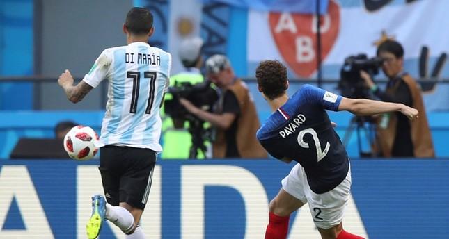 هدف الفرنسي بينجامين بافار في شباك الأرجنتين  (أسوشيتد برس)