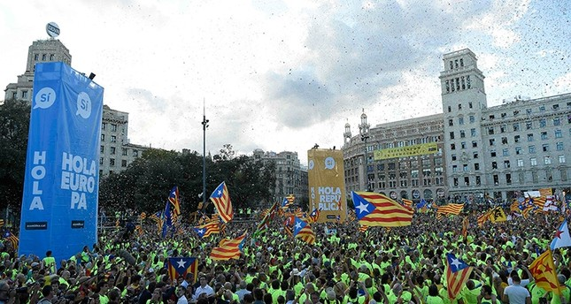 People wave 'Esteladas' (pro-independence Catalan flags) as they gather during a pro-independence demonstration, on September 11, 2017 in Barcelona during the National Day of Catalonia, the Diada. (AFP Photo)