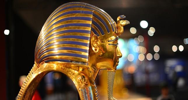 قناع ذهبي للفرعون لتوت عنخ أمون من الأرشيف
