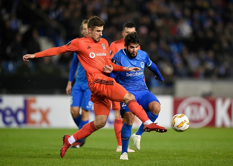 Beu015fiktau015f's Caner Erkin (L) and Genk's Alejandro Pozuelo (R) fight for the ball during the UEFA Europa League football match between Genk and Besiktas at the Luminus Arena Stadium in Genk on Nov. 8, 2018. (AFP Photo)