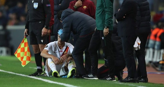Pellegrini receives first aid after he was injured by an object thrown by fans during a match between Ba?ak?ehir and AS Roma, Istanbul, Nov. 28, 2019. (EPA Photo)