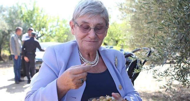 Prof. Dr. Canan Efendigil Karatay also promotes olive consumption.