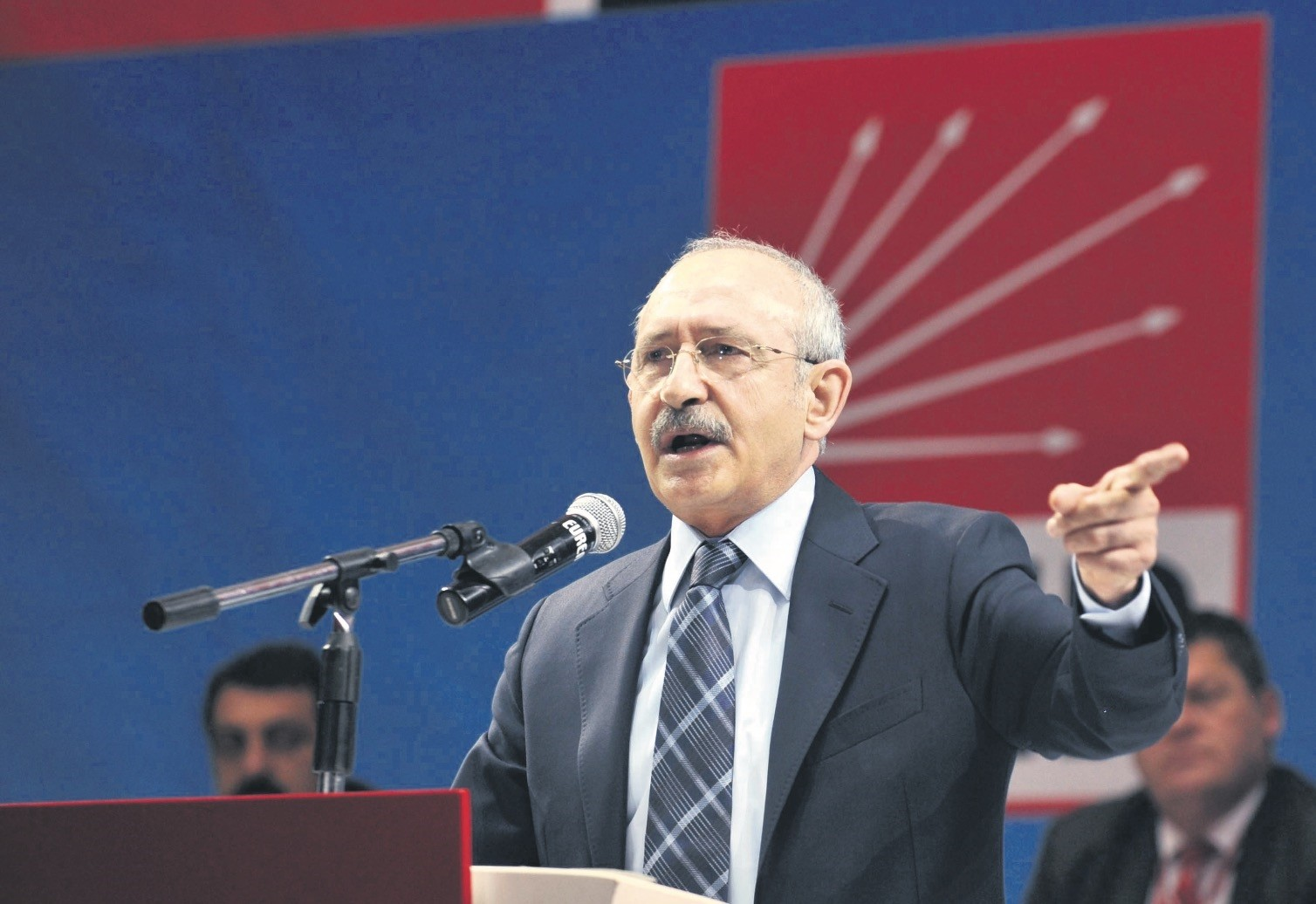 CHP Chairman Kemal Ku0131lu0131u00e7darou011flu, speaking at a party congress. He was become main target of criticisms after the election lose on June 24.