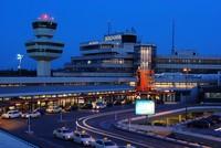 Ein verdächtiges Gepäckstück hat am Samstag einen Sicherheitsalarm am Flughafen Berlin-Tegel ausgelöst. Wegen des herrenlosen Koffers im Terminal B des Airports wurde der Flugverkehr für etwa 20...